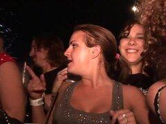 SpringBreakLife Video: Arriba la falda bailando en la barra,
