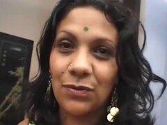 Gordita sexy chica India follando duro