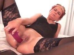 Mi sexy piercings - perforada granny anal de BBC. Visite para más guarras perforadas y tatuadas que le gusta decorar su coño y los pezones con el metal. Más de 5000 vídeos para su descarga.