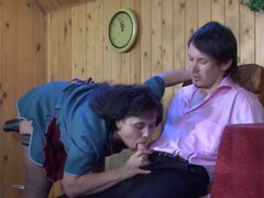 Criada madura rusa follada muy duro por joven semental