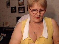 Grasa Granny destellos su culo en Cam crankcamscom. Abuela gorda de culo es culo y tetas intermitente webcam