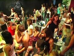Muy putas follar en una fiesta caliente CFNM