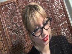 Doxy británico que Renee Richards recibe perforado en la casa de la basura