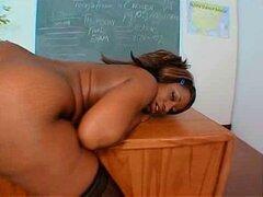 Big Black Booty profesora Sra. Cinna Bunz