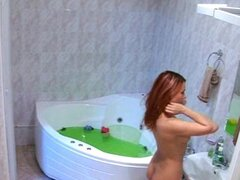 Juguete caliente follando en la ducha, esta chica maravillosa utiliza sus juguetes de sexo para follar su coño mientras se ducha. Este es un video increible de juguetes de sexo amateur que muestra cómo las niñas masturban sus coños con juguetes sexuales.