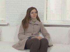 Falsos casting con esperanza chica rusa. Falso bastidor con un aficionado ruso esperanza tomando sobre su dick agentes como un profesional