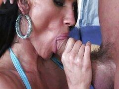 Travieso chica estrella porno chupar polla profunda en su