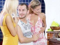 Sexo matutino con mis dos mujeres