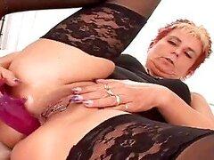 La abuela tiene un perforado coño ama negro Dick.