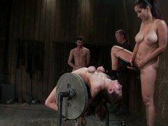 Princess Donna Dolore obtiene enlazado, atormentado y follan de clip BDSM