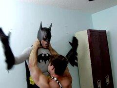 BATMAN VS TARZAN EN GIMNASIO