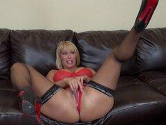 Tetas grandes y booty en el negro va de rubia mamacita - Mellanie Monroe
