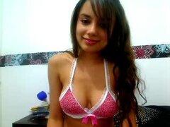 Jugando con mi estrecha twat Latina en la webcam. Soy una deliciosa chica con tetas grandes y mi webcam son simplemente épica, como se puede ver en este video.