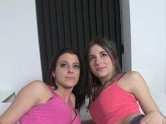 OyeLoca - chicas españolas tienen un trío por dinero
