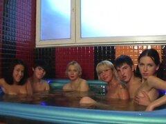 Orgia en el Sauna follando, sí!