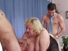 Abuela gorda follando a su marido y el consejero