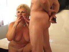 Sexy Granny Golden pelo Smokin ' sexo,