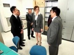 Oficina Asia Secretario obtiene coño bromas upskirt en grupo