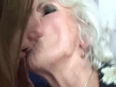 Eje adolescentes stockinged cachonda garganta profunda madura en orgia