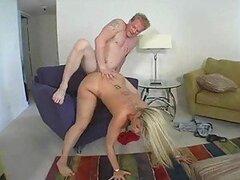 Escena de sexo duro con una mama muy cachonda