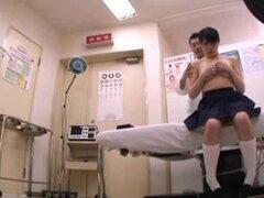 Examen médico de colegiala japonesa (18) (2)