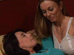 Milf de grandes tetas disfruta de cómo su amiga frota la punta de su clítoris con sus dedos - Anita Dark, Bibette Blanche