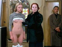 Grupo de sexy adolescentes calientes y desnudas en sadica pelicula vintage