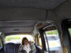 Enormes tetas nena anal folla en taxi falso