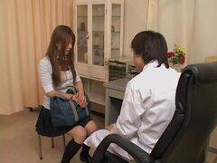 Twat japonesa lujuriosa es dedos duro en médicos películas porno, Suriki es una puta japonesa que viene todo el tiempo a su ginecólogo al sentir sus dedos dentro de su twat. En esto del porno video él cuida muy bien de su bollo y la chica se moja todo.