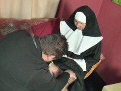 Alemán MILF monja obtener jodido por el Pastor en la iglesia