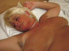 Abuela rubia ama pleasuring un eje duro oral - Lola, Tineke