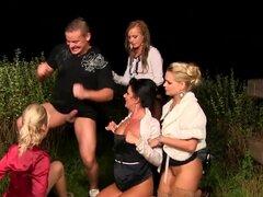 Intercambio de putas fetiche cum swap de putas fetiche cum durante orgía al aire libre deportes acuáticos