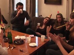 Adolescentes maravillosas son invitadas por su amigo a una fiesta agradable después de que se realizan con el estudio. Disfrutar de Alexa Anett, Lusya, Nastia, Rona una fiesta loco.
