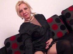 Caliente mujer madura rubia pelando