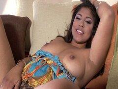 Sexy latina obtiene coño peludo follada hardcore