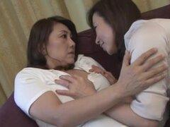 Lesbianas maduras (censuradas), Mika Matsushita (53) Ikumi Kondo (54)
