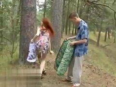 Mamadas pelirrojas en el bosque 1fuckdatecom w