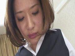 Profesor sexy EMI Orihara obtiene coño crema. EMI Orihara es probablemente el mejor aspecto milf caliente que he visto en mucho tiempo y aquí estaremos viendo su mirar tan maldita fina en su traje de oficina como profesora sexy. Mira a esta nena mira fina