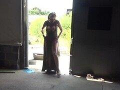 Madura Lady Sonia tiras completamente desnuda al aire libre