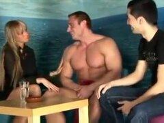 Mejor clip gay casero con tríos, escenas de Cunnilingus,