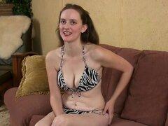 Trixie en entrevista película - ATKHairy, Trixie da una entrevista sexy en su bikini de dos piezas. Ella tiene una personalidad Linda y es solo un poco tímida. R. Williams disparó esta reveladora entrevista de Trixie para disfrutar.