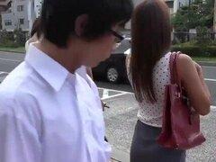 Teen japonesa caliente follada en el Bus