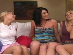 Chicas calientes en minifaldas juguete sus culos y coños