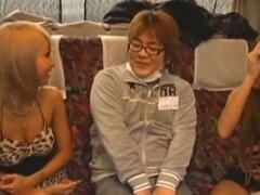 Papel de roca de japonesas gyaru vírgenes bus ride de subtitulado