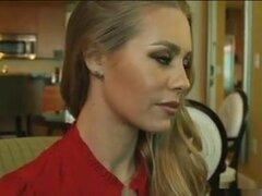 Una secretaria malvada. Reparto: Nicole Aniston