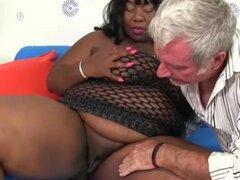 Ébano gordas Daphne Daniels obtiene anal follada