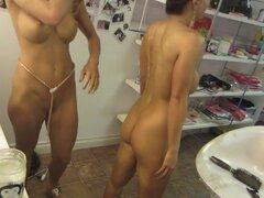 Detrás de las escenas de un set de porno con chicas porno calientes