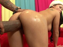 Luana Maya sirve Santa en la víspera de Navidad