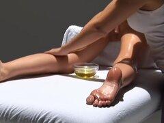 una chica de masajes chica a chica, bonita agradable masaje a chica