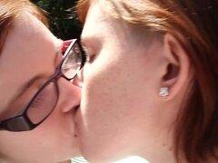 Lindas pelirroja lesbianas con coños peludos quedar y follar